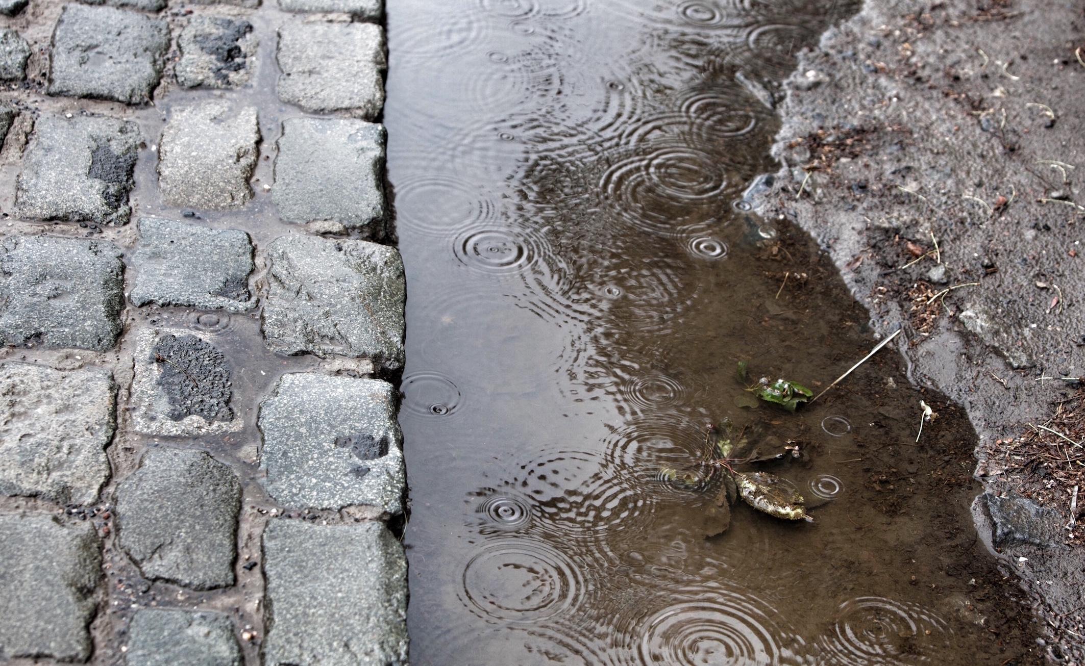 Cobbles + Rain