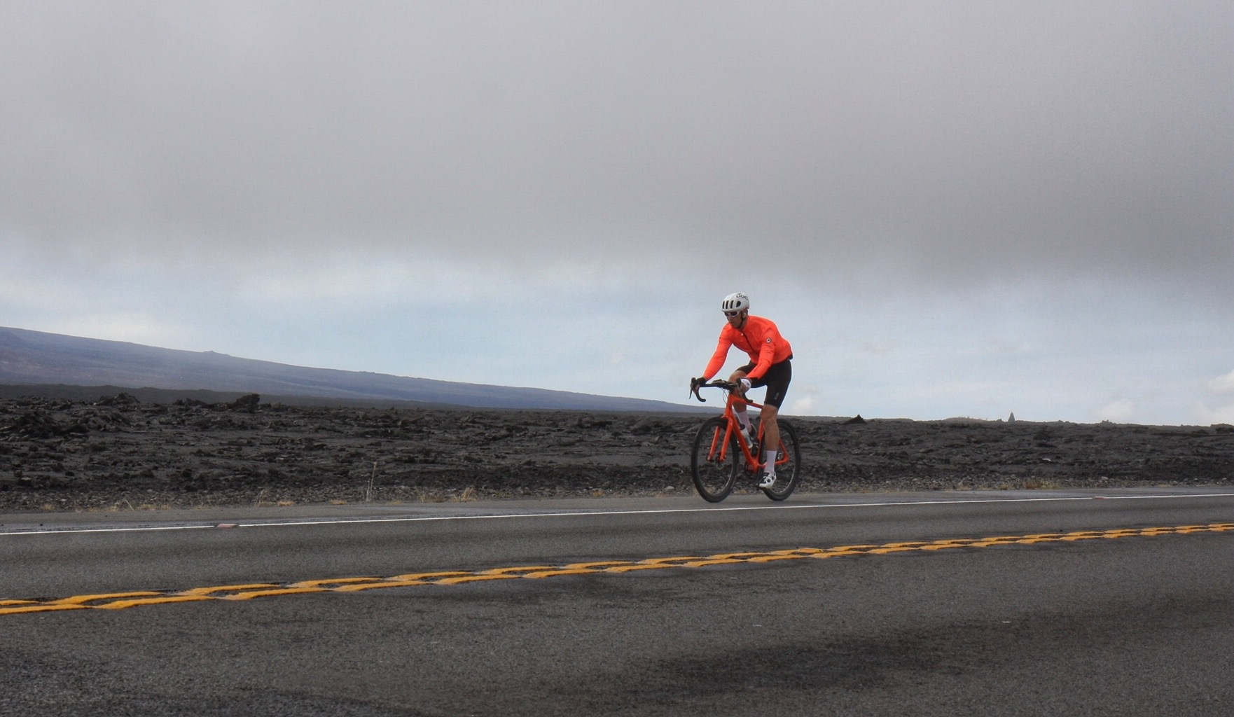 The Saddle Road, at 2,000m. In Europe, we'd call this a col, but we probably wouldn't be riding through lava flows!